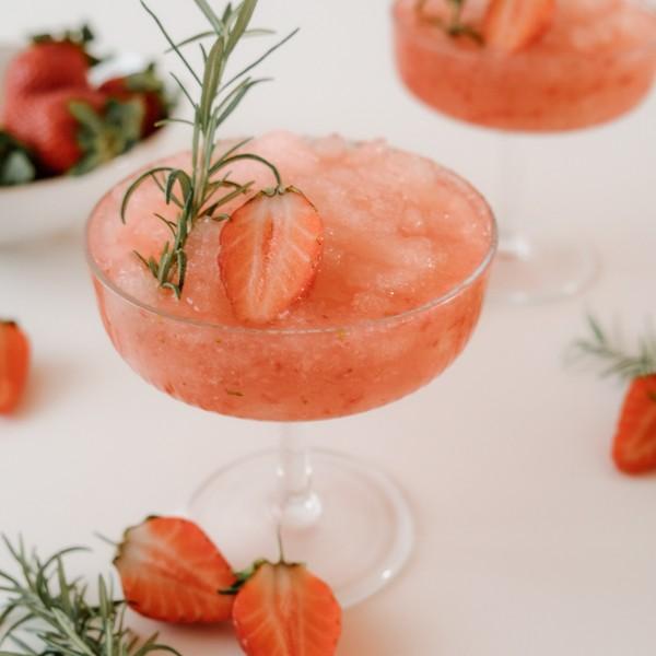 Frozen-Grappa-Sour-mit-ErdbeerenUH0r9GJwHSRi6
